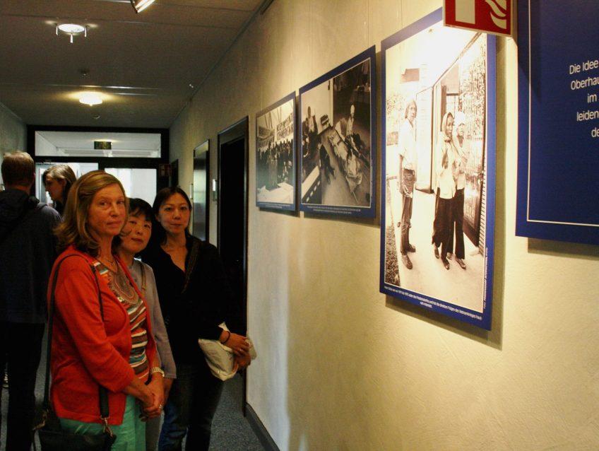 Fotos zeigen 50 Jahre Friedensarbeit