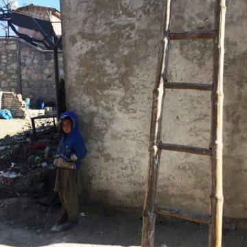 Viele schwerverletzte und kranke afghanische Kinder warten auf Hilfe