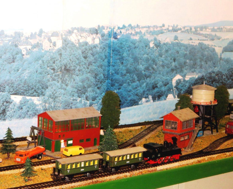 Historische Dampfloks und Miniatur-S-Bahnen