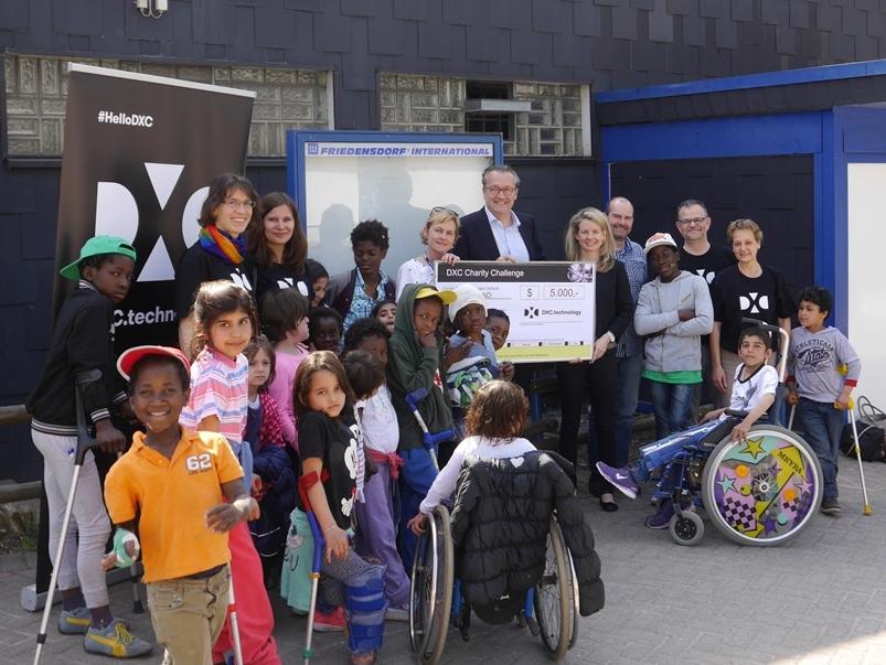DXC Technology spendet für die Kinder des Friedensdorfes