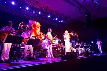 Big Band der Bundeswehr spielte zugunsten der Friedensdorf-Kinder
