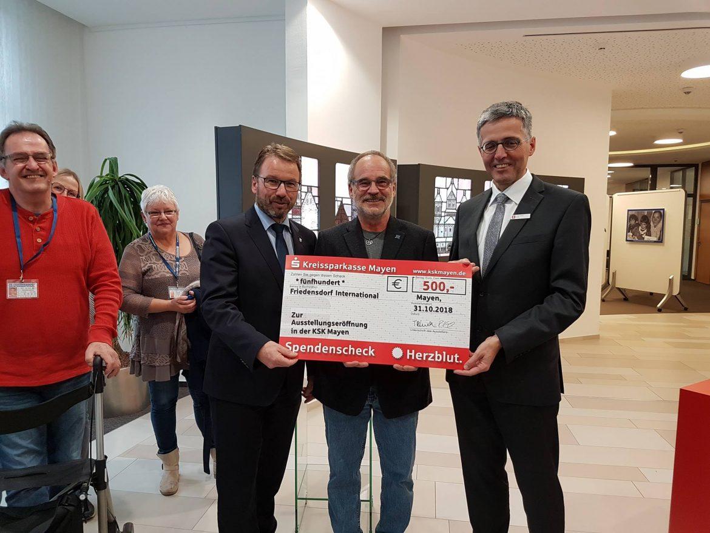 """Ausstellung """"50 Jahre Friedensdorf International"""" in Mayen eröffnet"""
