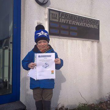 Achtjähriger sammelt für die Schützlinge des Friedensdorfes