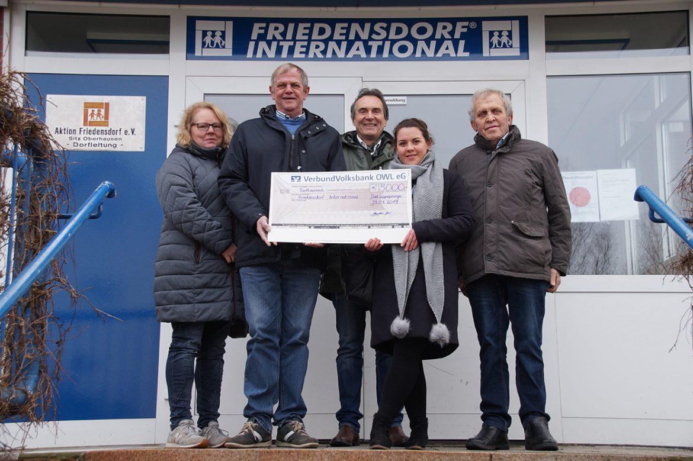 Kolping-Shop Bad Lippspringe übergibt Spende an das Friedensdorf