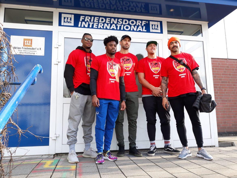 NFL Football-Stars besuchten Kinder im Friedensdorf