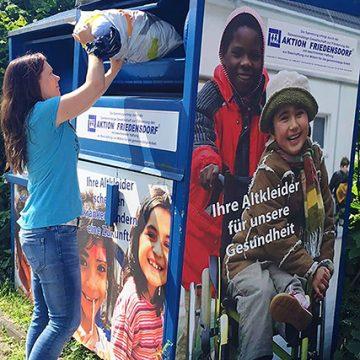 Müll in den Containern und vor den Interläden von Friedensdorf International