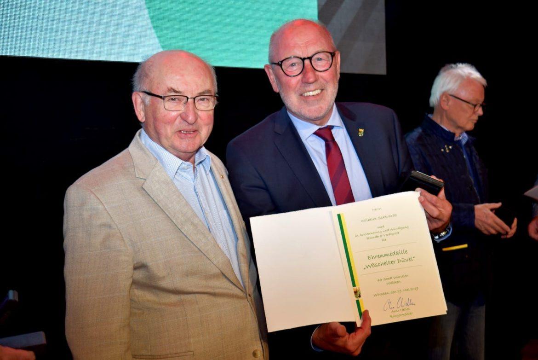 """Wilhelm Schevardo mit Ehrenmedaille """"Wöschelter Düvel"""" geehrt"""