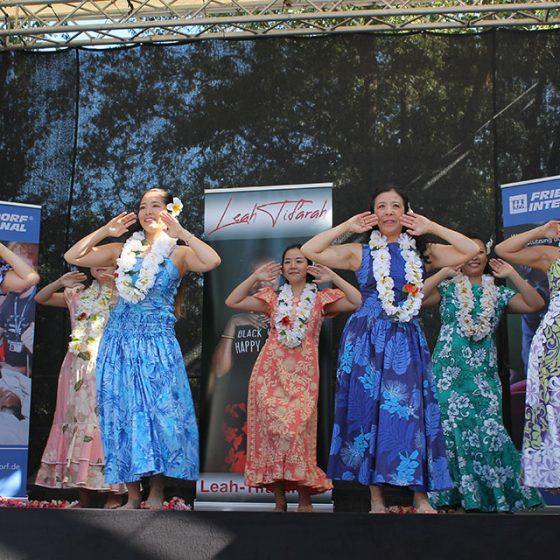 Südsee-Klänge passend zum sommerlichen Wetter: Die Hula-Tanz-Gruppe.