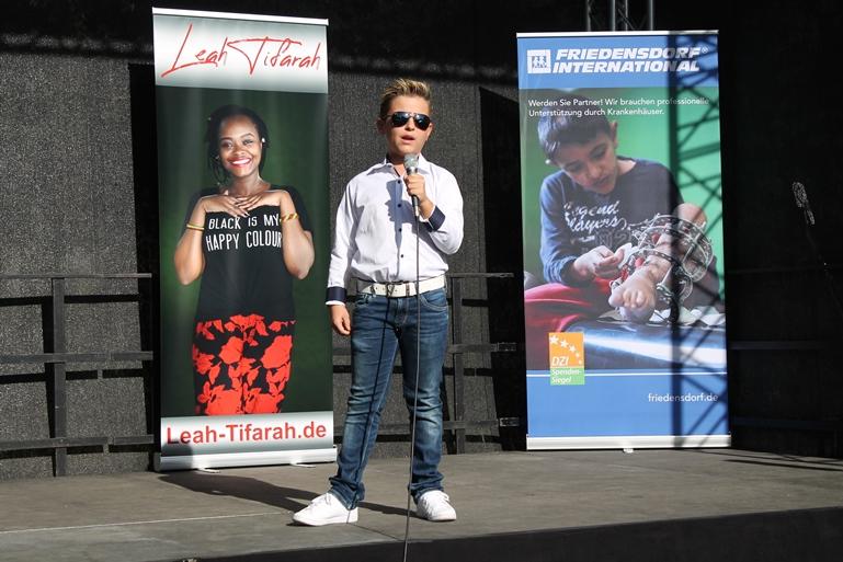 Maurice Fuchs gewann im letzten Jahr den Oberhausener Jugendfriedenspreis und singt in diesem Jahr ein Lied über Träume.