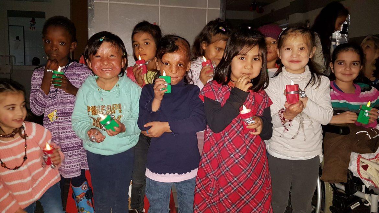 Strahlende Kinderaugen im Friedensdorf
