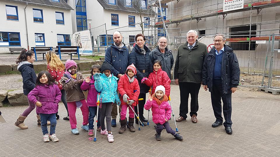 NRW-Gesundheitsminister Karl-Josef Laumann besuchte das Friedensdorf