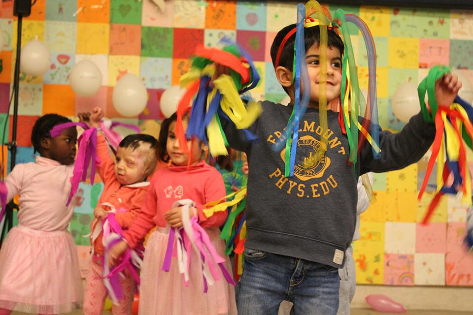 Friedensdorf-Kinder feiern gemeinsam Abschied