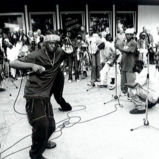 Auftritt angolanischer Kinder im Jahr 2002.