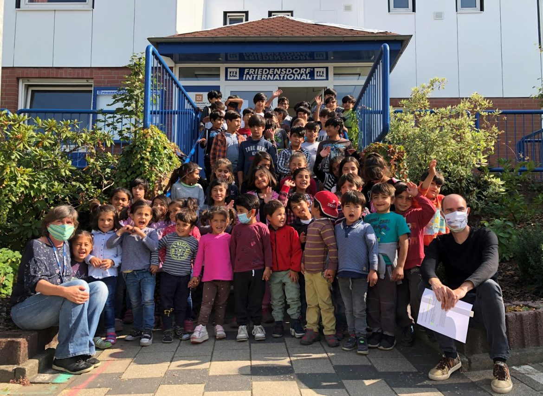 Afghanische Kinder freuen sich über langersehnte Heimreise