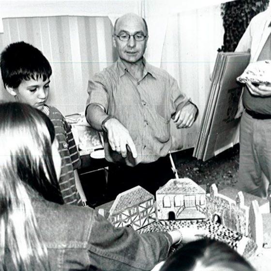 Vorstandsmitglied Klaus Wieprecht ist mit seinem Mäuserennen regelmäßig auf dem Dorffest vertreten.