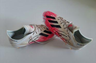 Signierte Fußballschuhe von Fußball-Star Thomas Müller